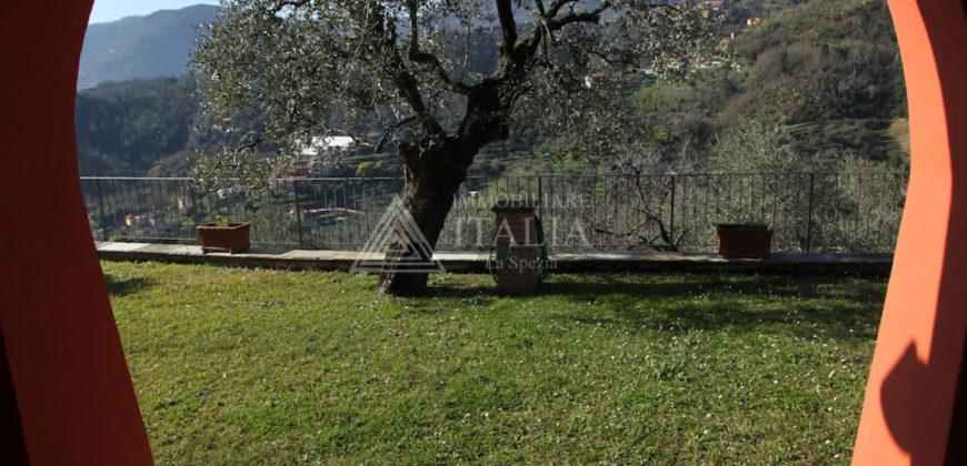 Collina città – Stupenda villa di 210 mq. utili + giardino e terreni, vista mare