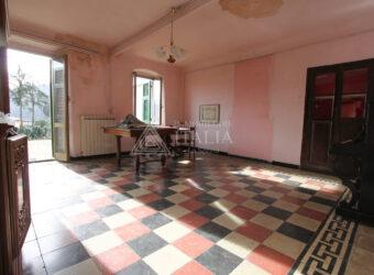 Cavanella Vara (SP) – Grande casa di borgo con cantine ed ampio giardino