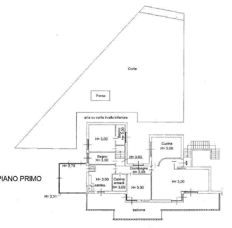 Collina vista mare – Grande 5 vani con salone, grande terrazza, 300 mq. di terreno, box auto doppio e cantine